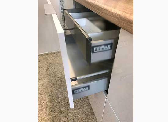 Фото выдвижной ящик на кухни