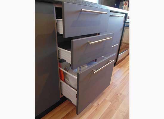 Фото выдвижные ящики на кухни