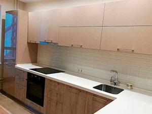 Фото Кухня-угловая-с-каменной-столешницей